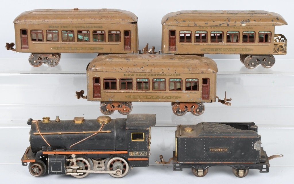 LIONEL O GAUGE #257 ENGINE & 3 PASSENGER CARS