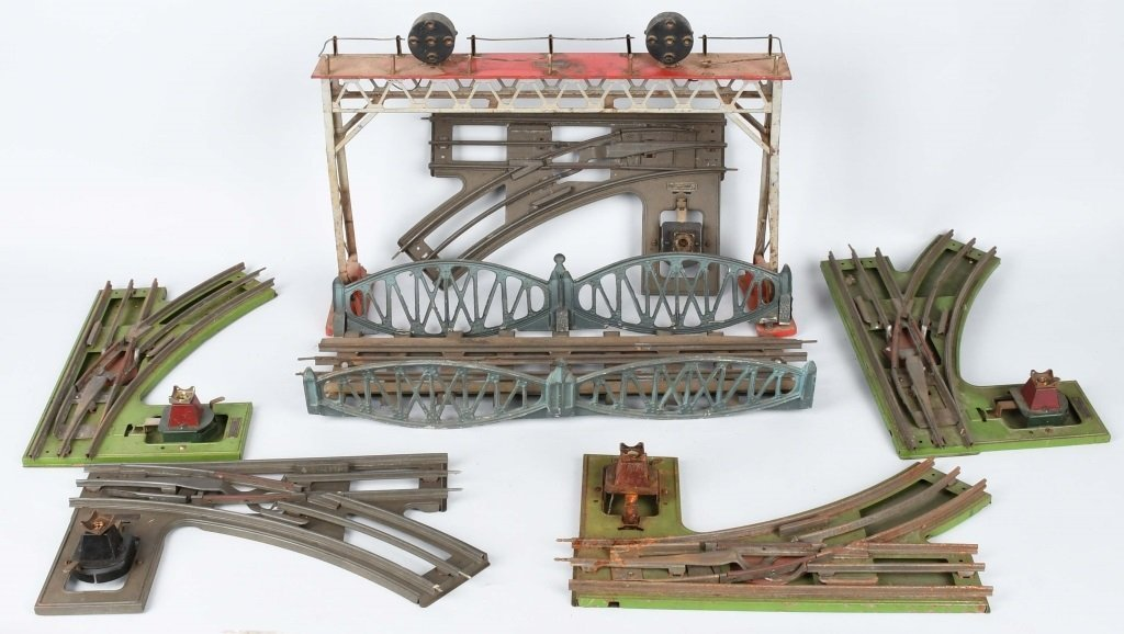 LIONEL PREWAR SIGNAL BRIDGE, SWITCHES, & BRIDGE