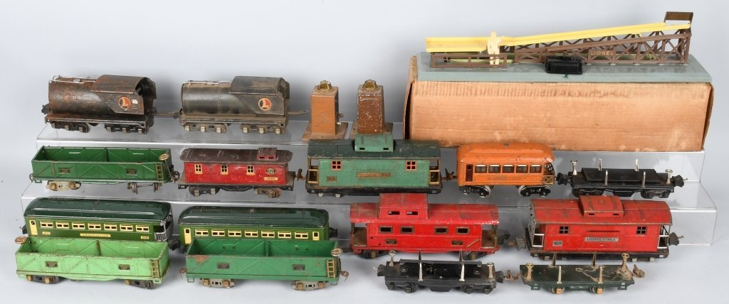 LOT OF PREWAR LIONEL O GAUGE TRAIN CARS