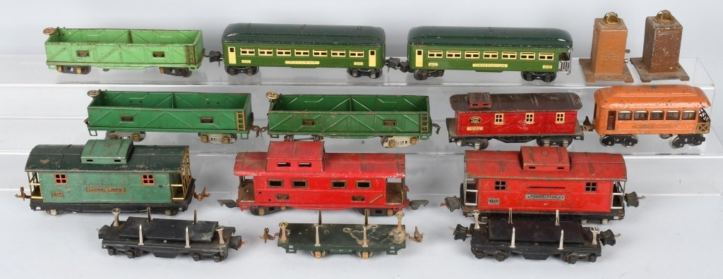 LOT OF PREWAR LIONEL O GAUGE TRAIN CARS - 6
