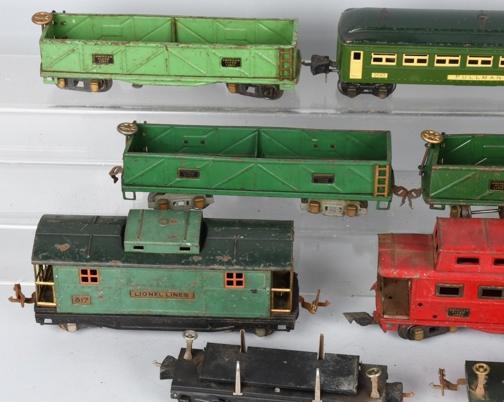 LOT OF PREWAR LIONEL O GAUGE TRAIN CARS - 7