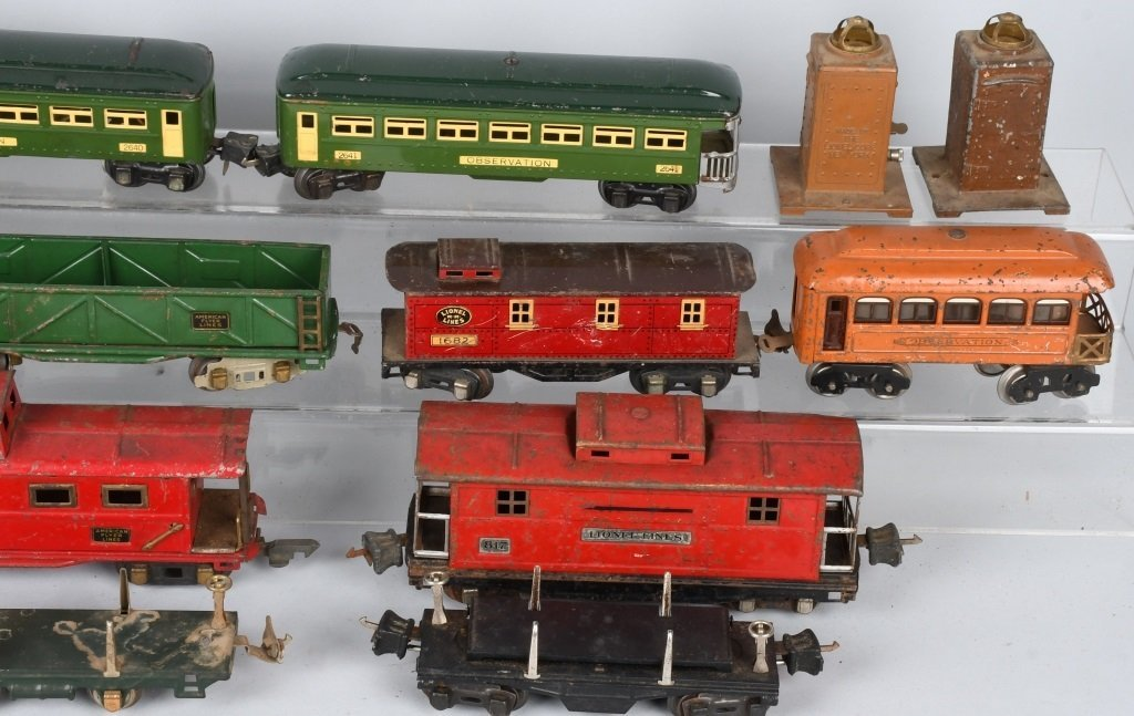 LOT OF PREWAR LIONEL O GAUGE TRAIN CARS - 8