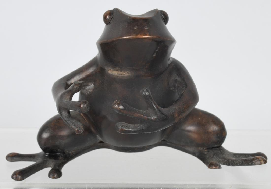 BRONZE SEATED TREE FROG