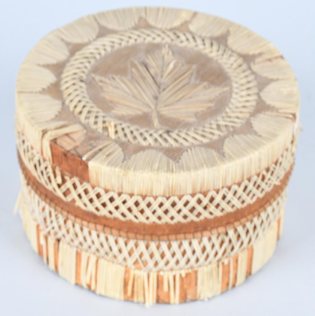 IROQUOIS QUILLED BASKET w/ LID