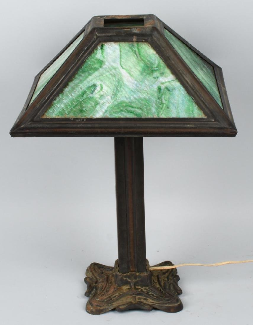 ARTS & CRAFTS STYLE SLAG GLASS TABLE LAMP