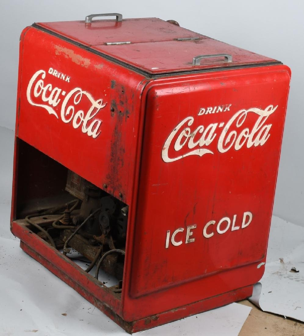 1940s COCA COLA DOUBLE DOOR CHEST COOLER - 3