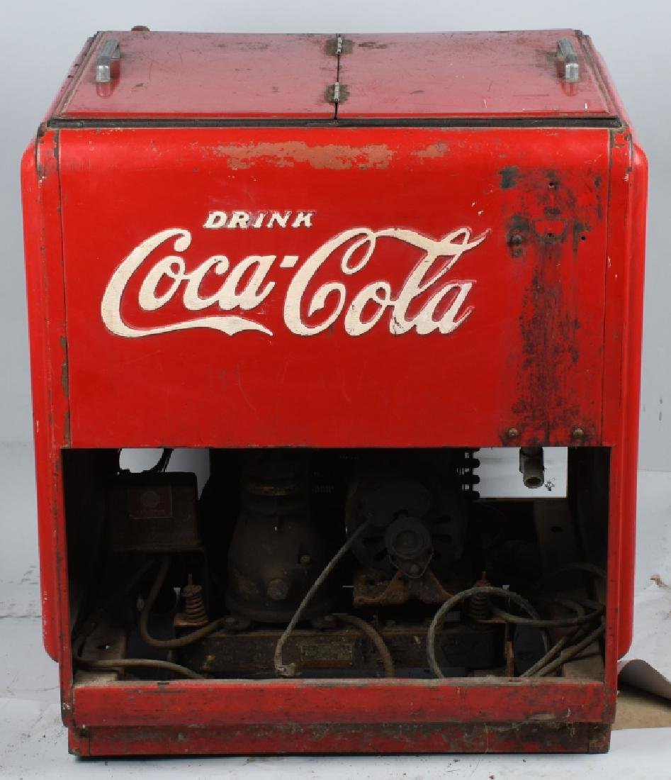 1940s COCA COLA DOUBLE DOOR CHEST COOLER - 4