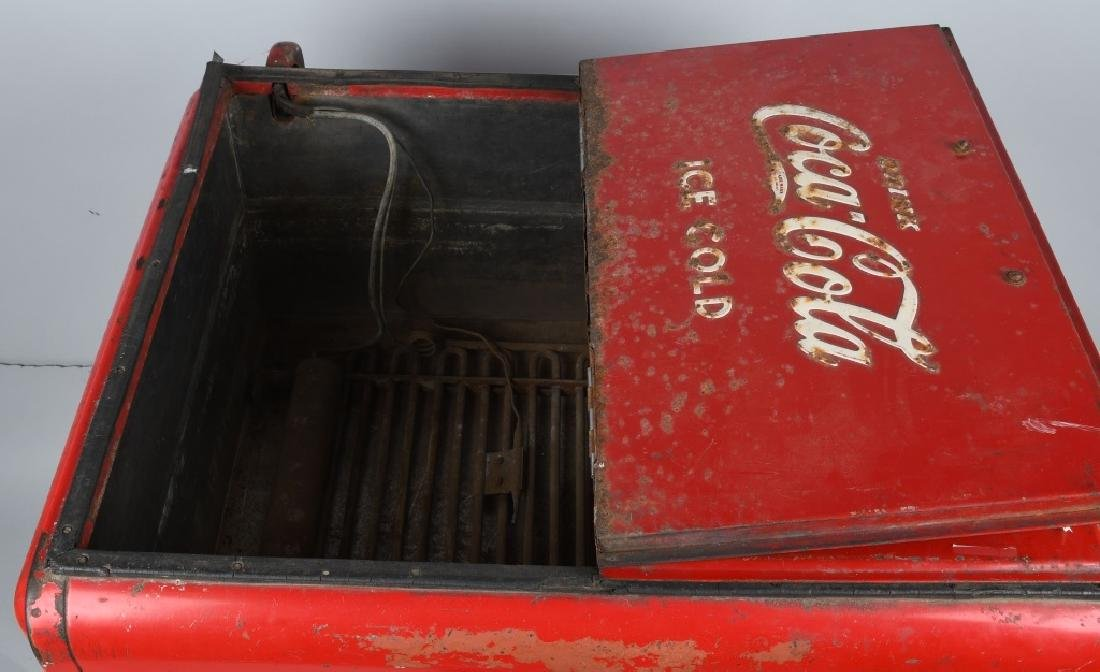 1940s COCA COLA DOUBLE DOOR CHEST COOLER - 6