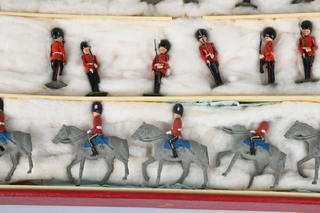 BRITAINS #1555 CHANGING OF THE GUARD SET MIB - 3