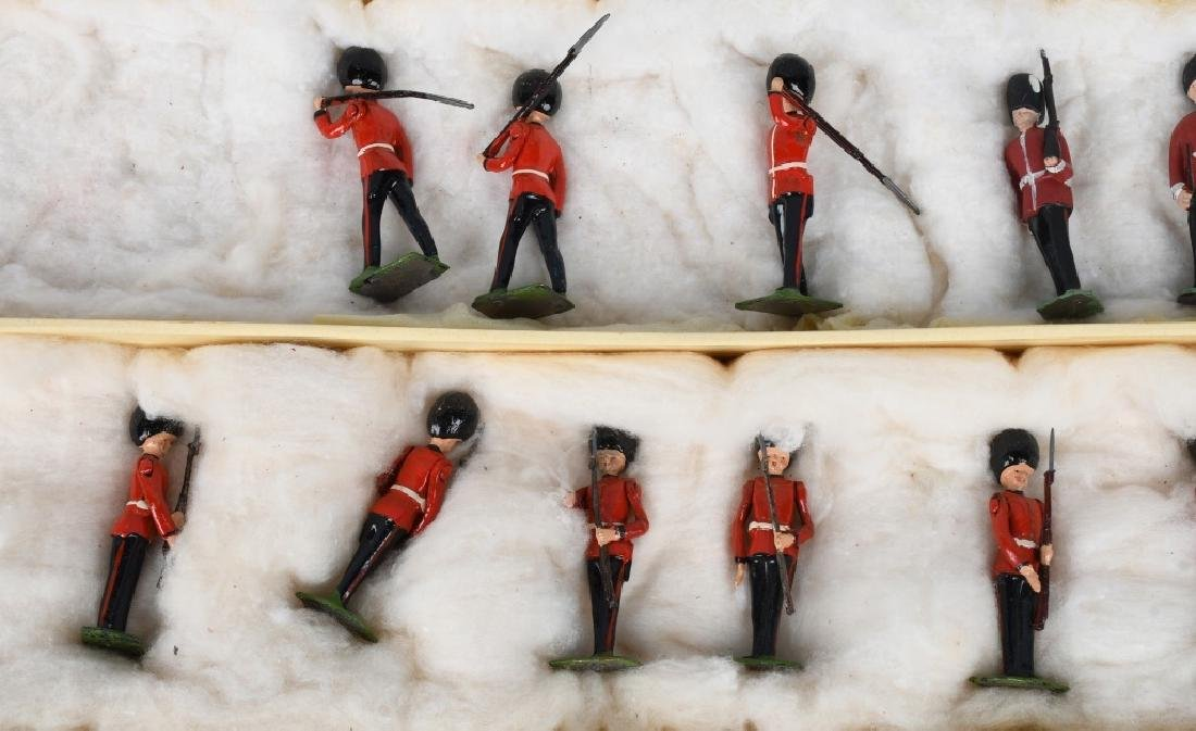 BRITAINS #1555 CHANGING OF THE GUARD SET MIB - 4