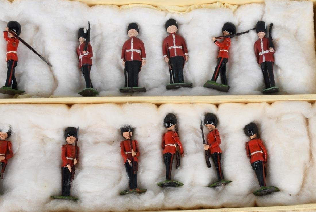 BRITAINS #1555 CHANGING OF THE GUARD SET MIB - 5
