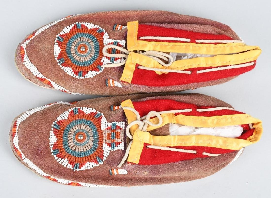 BEADED MOCCASINS. STAG KNIFE & MORE - 2