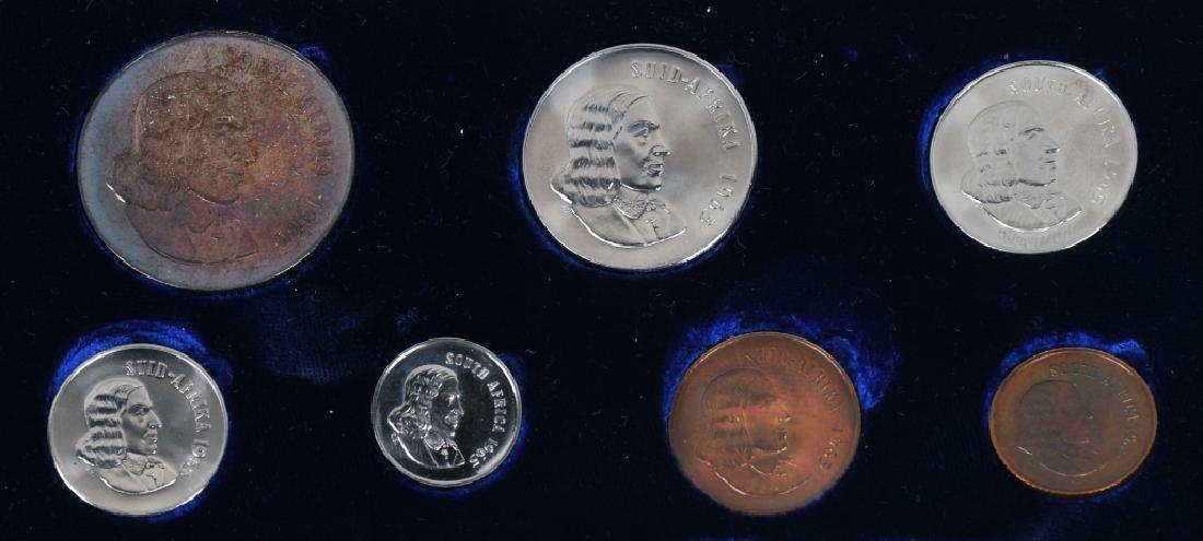 ASSORTED WORLD COINS CANADA, JAMAICA & MORE - 4