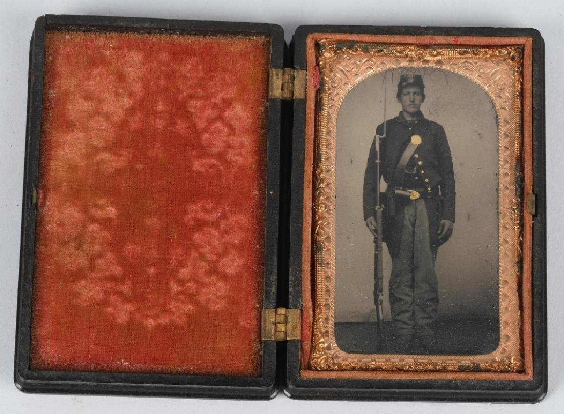 CIVIL WAR 1/8TH TINTYPE - ARMED UNION SOLDIER