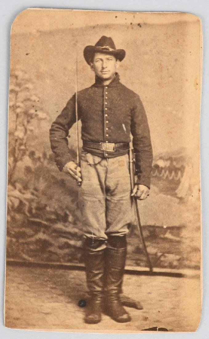 CIVIL WAR ARMED & IDED ARTLLERY SOLDIER CDV