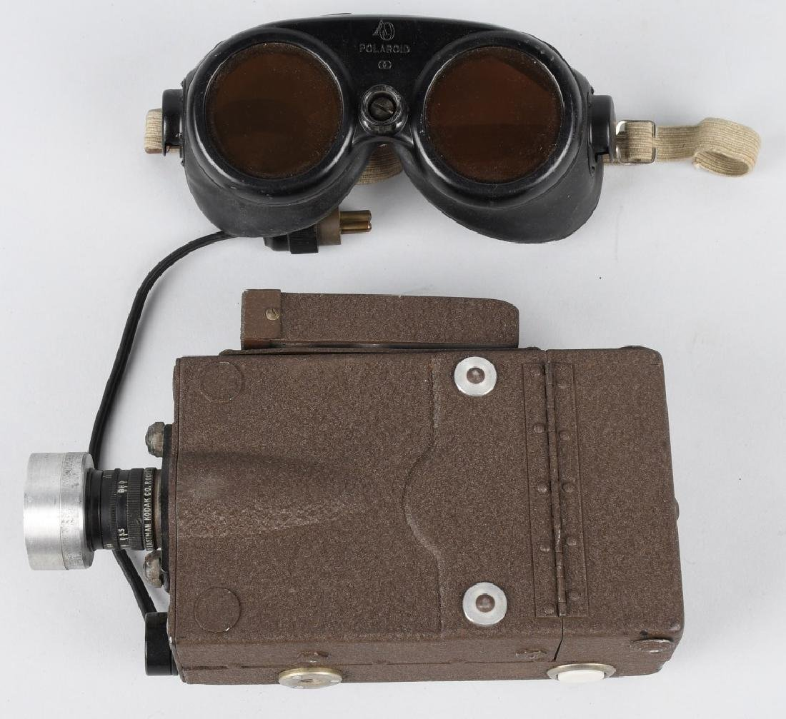 WWII US LOT INCLUDING N-6 CAMERA, GOGGLES MANUALS - 7
