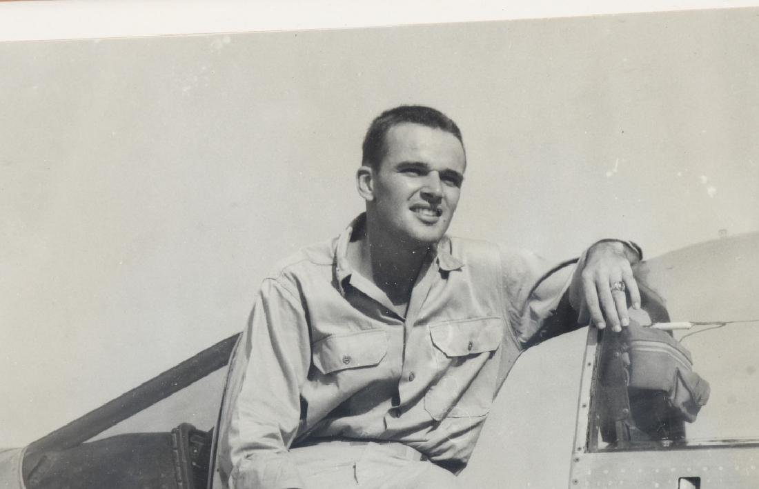 WWII VINTAGE AUTOGRAPH PHOTO OF ACE WALKER MAHURIN - 4