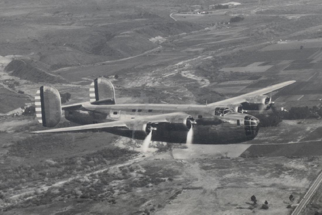 WWII U.S. AAC LARGE PHOTO B-24 BOMBER + 12 LITHOS - 3