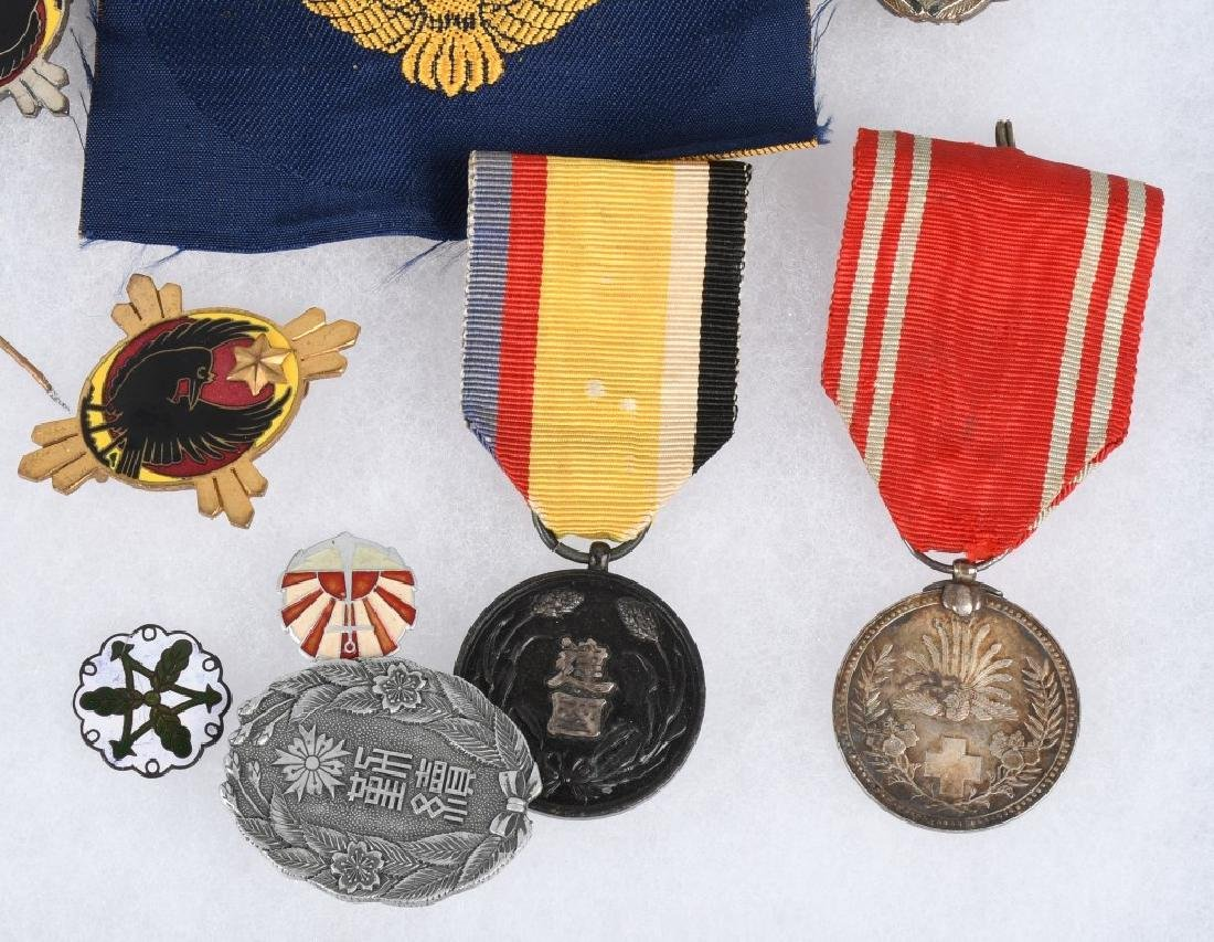WWII JAPANESE MEDAL AND INSIGNIA LOT - 4