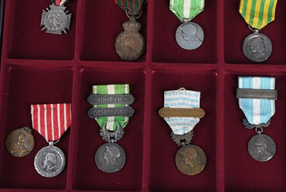 WWI - WWII FRENCH MEDAL LOT - 4