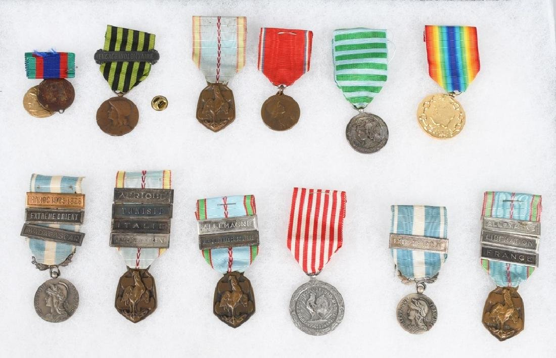 WWI - WWII FRENCH MEDAL LOT