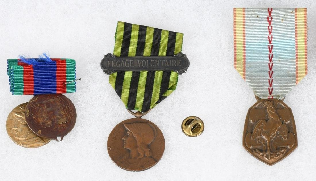 WWI - WWII FRENCH MEDAL LOT - 2