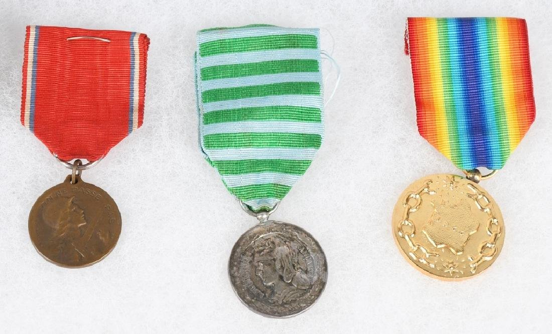 WWI - WWII FRENCH MEDAL LOT - 3