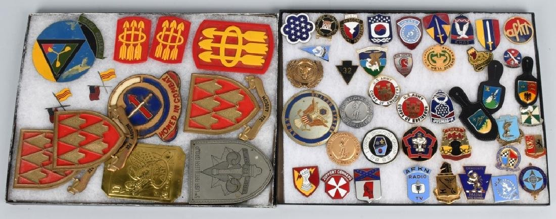 UNITED STATES MILITARY INSIGNIA AND PLAQUE LOT
