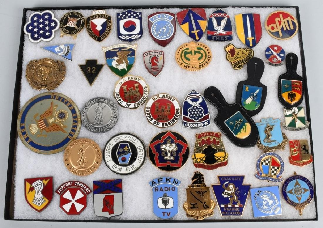 UNITED STATES MILITARY INSIGNIA AND PLAQUE LOT - 2