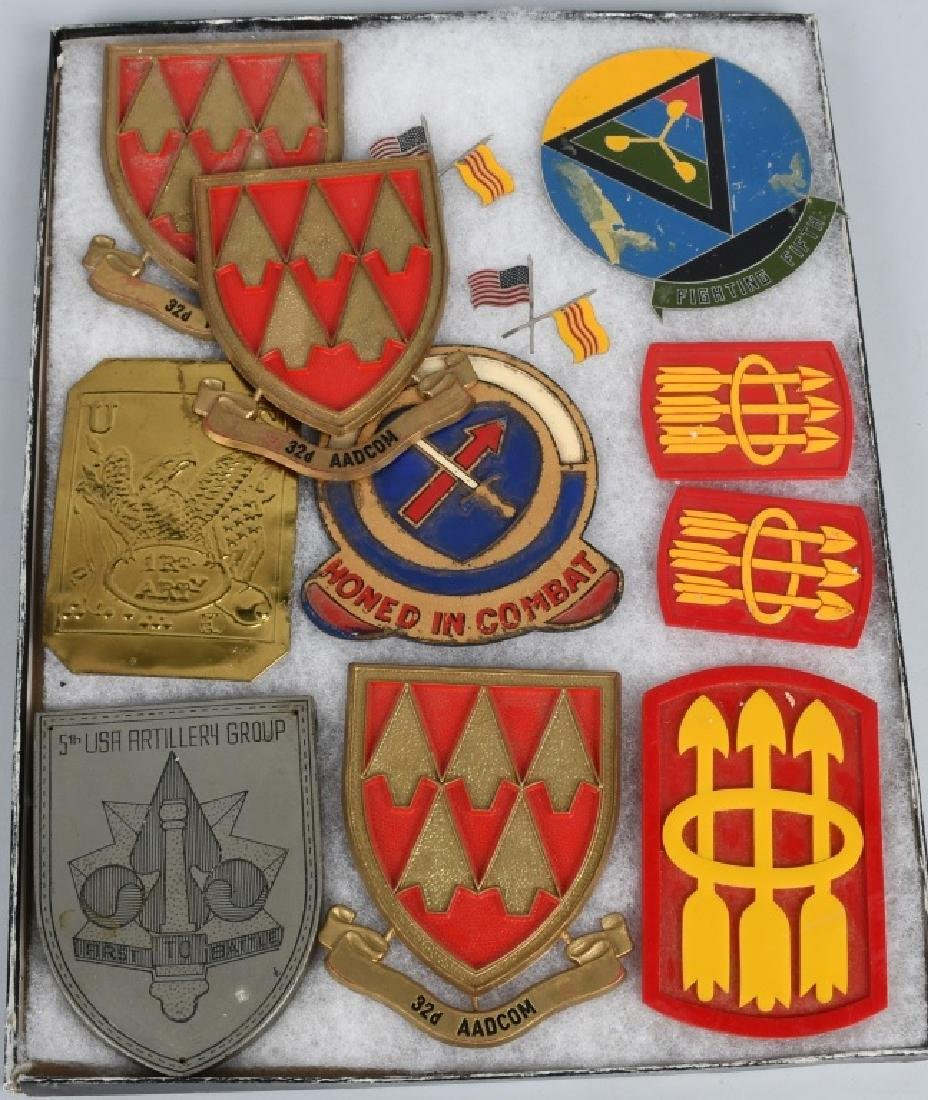 UNITED STATES MILITARY INSIGNIA AND PLAQUE LOT - 7