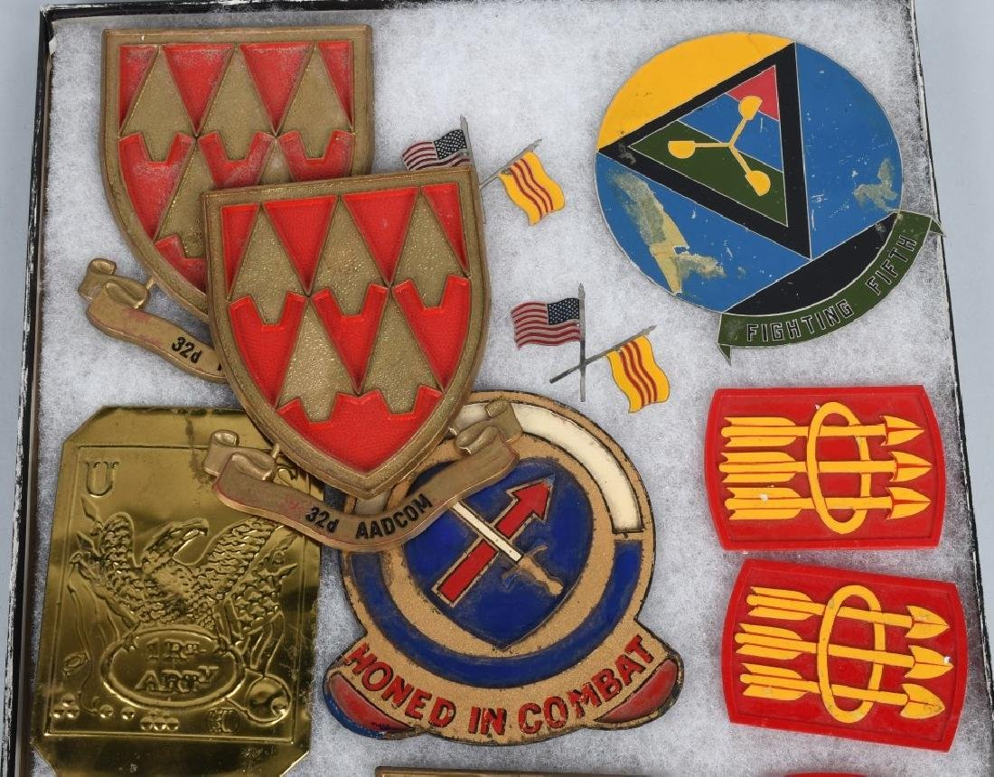 UNITED STATES MILITARY INSIGNIA AND PLAQUE LOT - 8