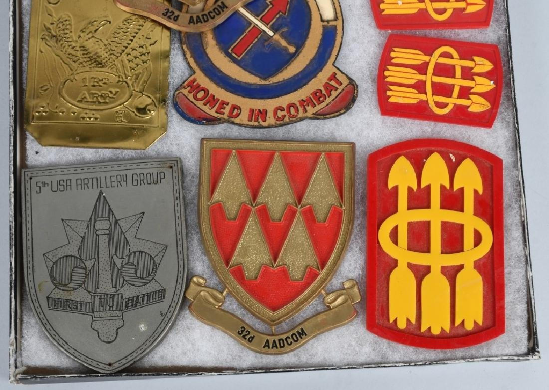 UNITED STATES MILITARY INSIGNIA AND PLAQUE LOT - 9