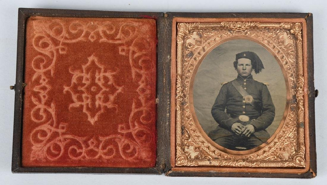 CIVIL WAR ZOUAVE SOLDIER 1/6TH PLATE TINTYPE