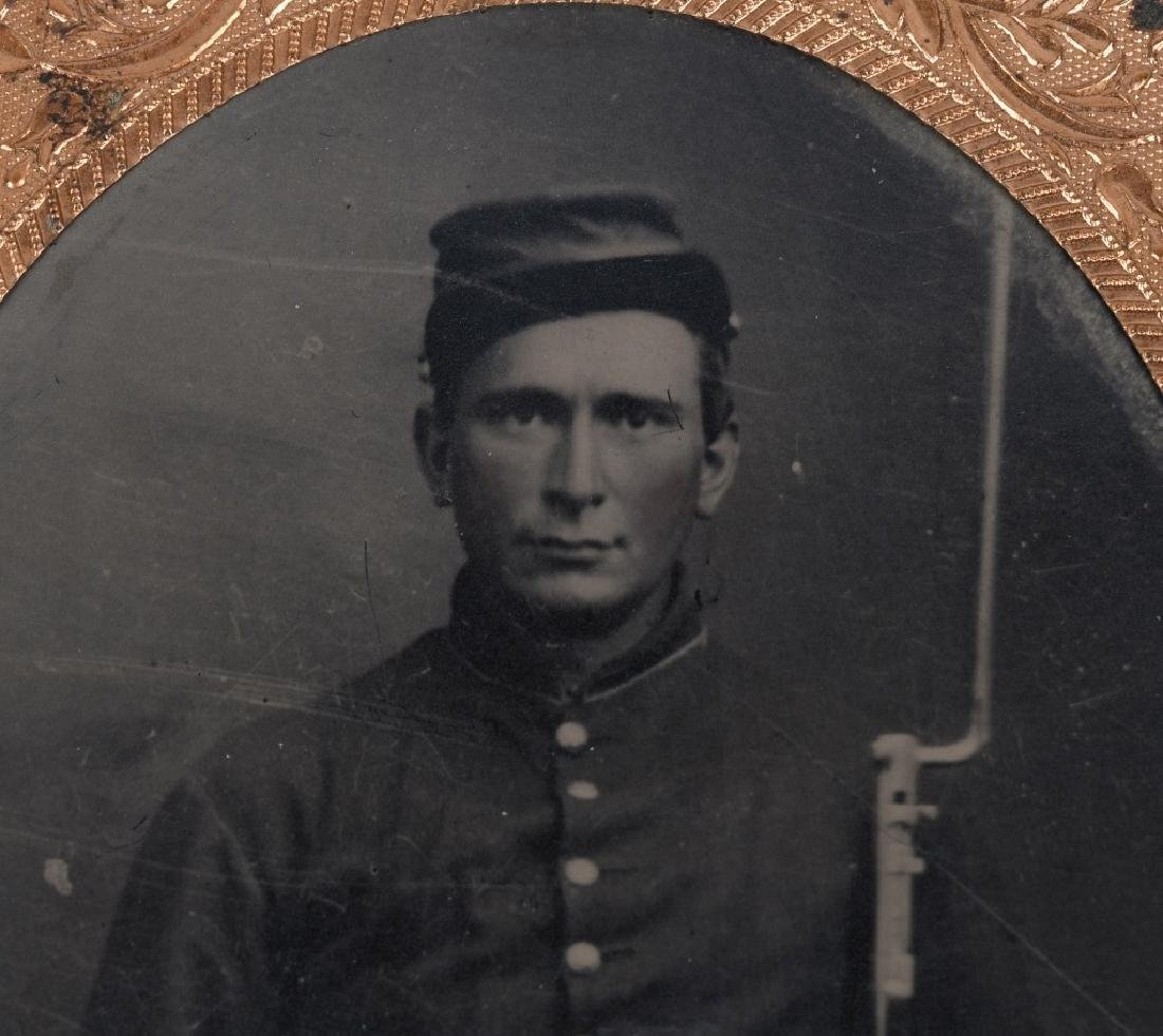 CIVIL WAR 1/6TH PLATE TINTYPE ARMED UNION SOLDIER - 3