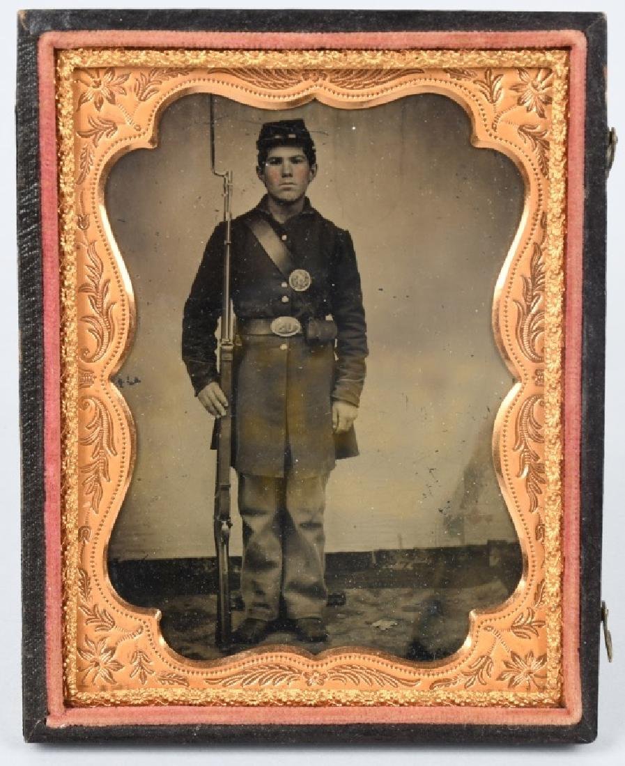 CIVIL WAR US 1/4 PLATE TINTYPE ARMED UNION SOLDIER
