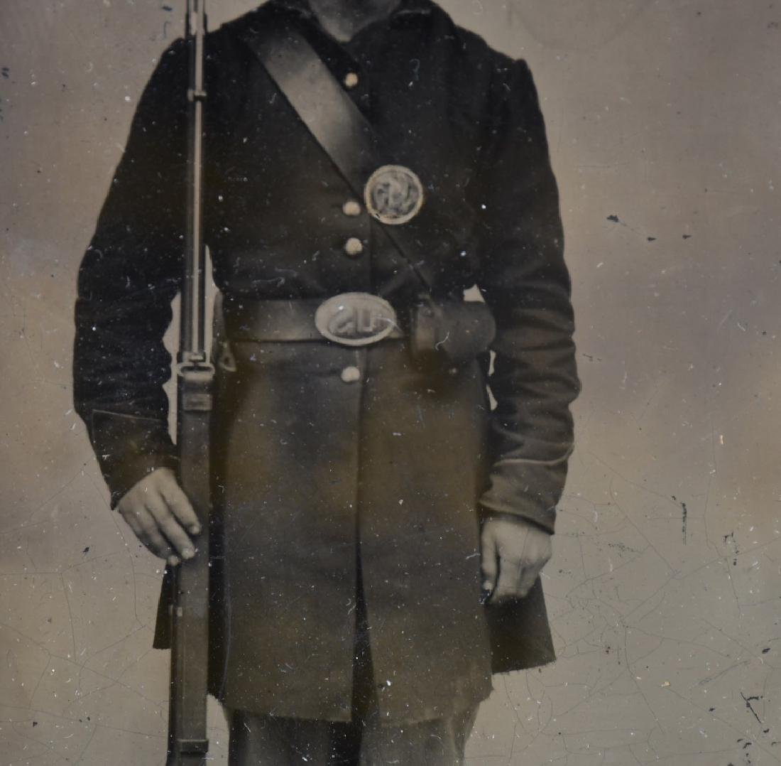 CIVIL WAR US 1/4 PLATE TINTYPE ARMED UNION SOLDIER - 3