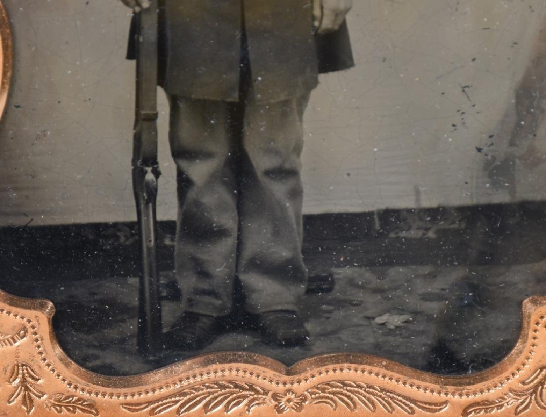 CIVIL WAR US 1/4 PLATE TINTYPE ARMED UNION SOLDIER - 4