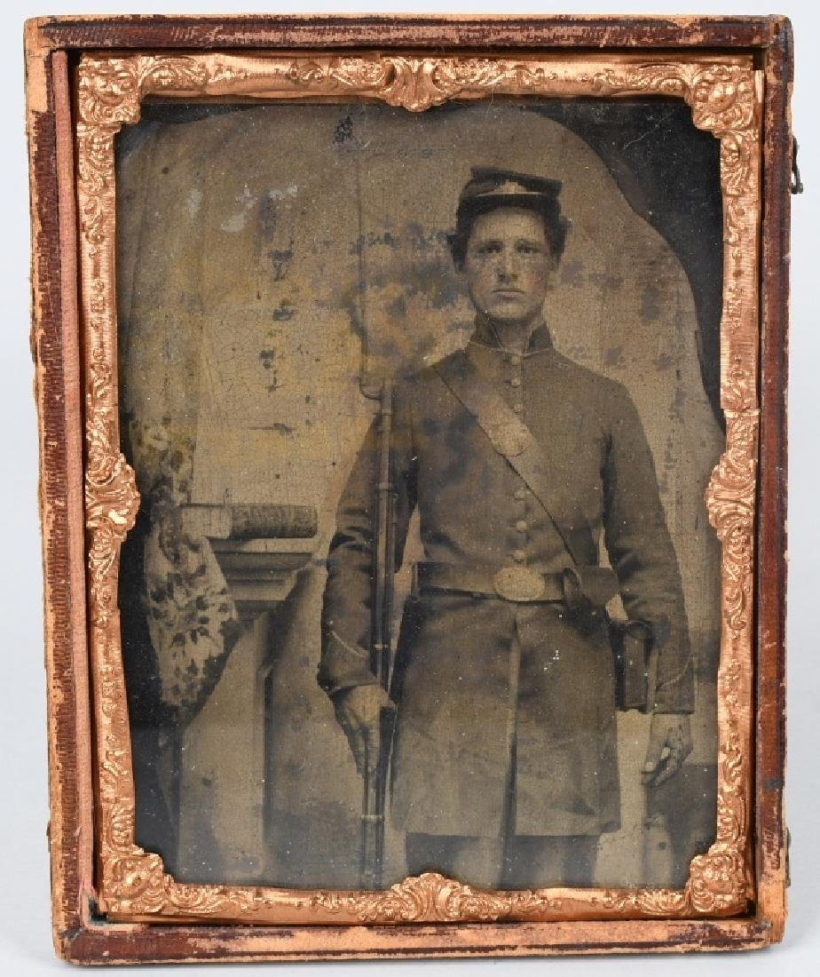 CIVIL WAR 1/2 PLATE TINTYPE ARMED UNION SOLDIER