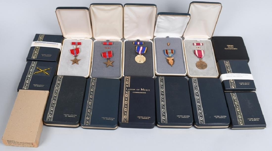 UNITED STATES CONTEMPORARY CASED MEDAL LOT (16)
