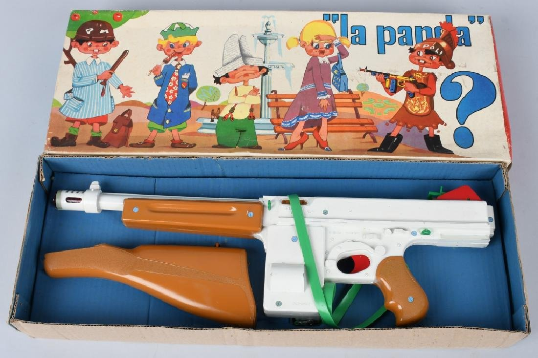 2 VINTAGE TOY RIFLES BOXED - 4