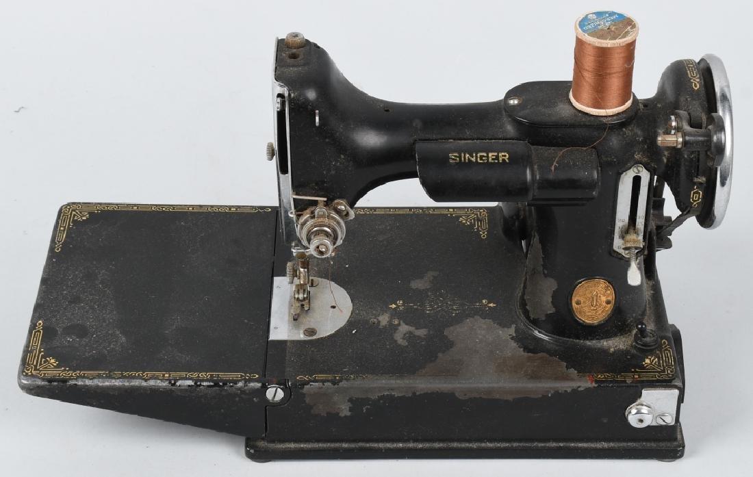 VINTAGE SINGER FEATHERWEIGHT 3-110 SEWING MACHINE
