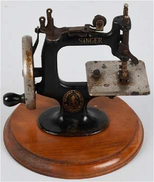 1920s SINGER CHILDS SEWING MACHINE