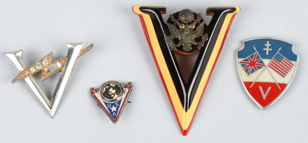 LOT OF 4 WWII PATRIOTIC V FOR VICTORY PINS