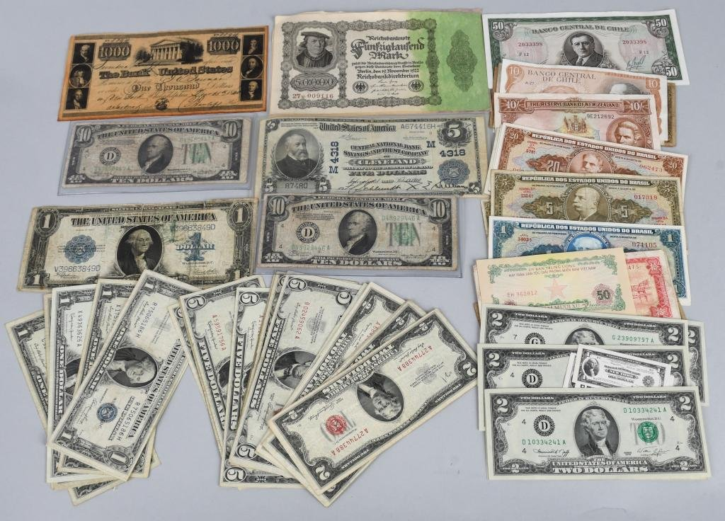 LARGE LOT OF US & FOREIGN CURRENCY