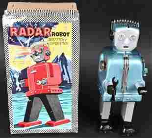 T.N. BATTERY OP RADAR ROBOT w/ BOX