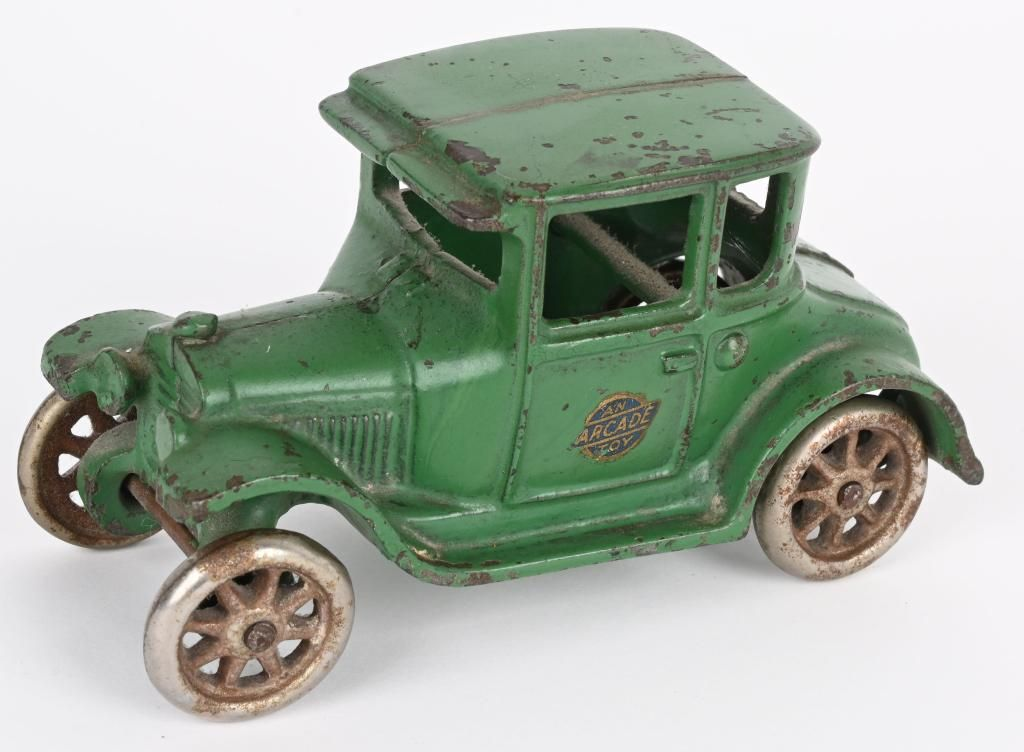 ARCADE CAST IRON GREEN MODEL T COUPE