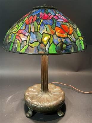 TIFFANY STUDIOS TULIP LEADED GLASS LAMP