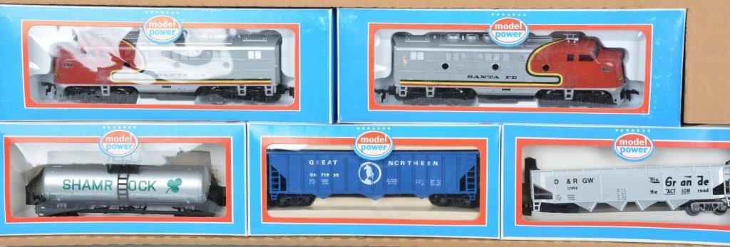 MODEL POWER DOUBLE DIESEL TRAIN SET w/BOX - 3