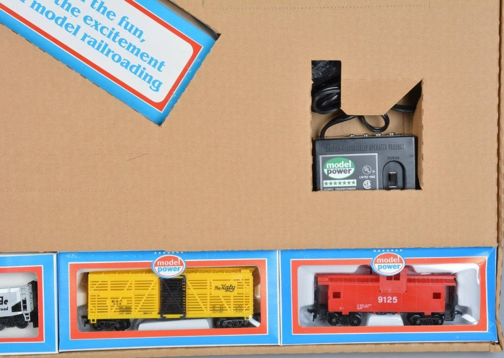 MODEL POWER DOUBLE DIESEL TRAIN SET w/BOX - 4