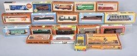 Lot Of 19 Ho Train Cars & More, Boxed